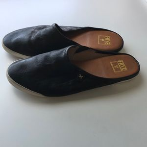 Frye slip on size 5 supple black leather - comfy!